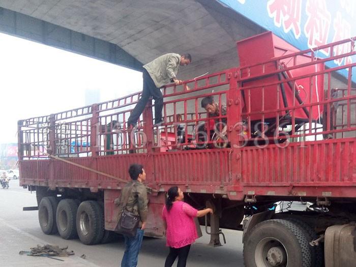 宁夏单缸四驱拖拉机带玉米sunbet苹果手机客户端